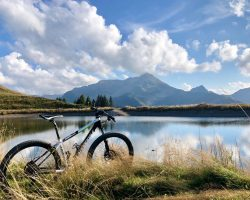 Mountainbike vor See